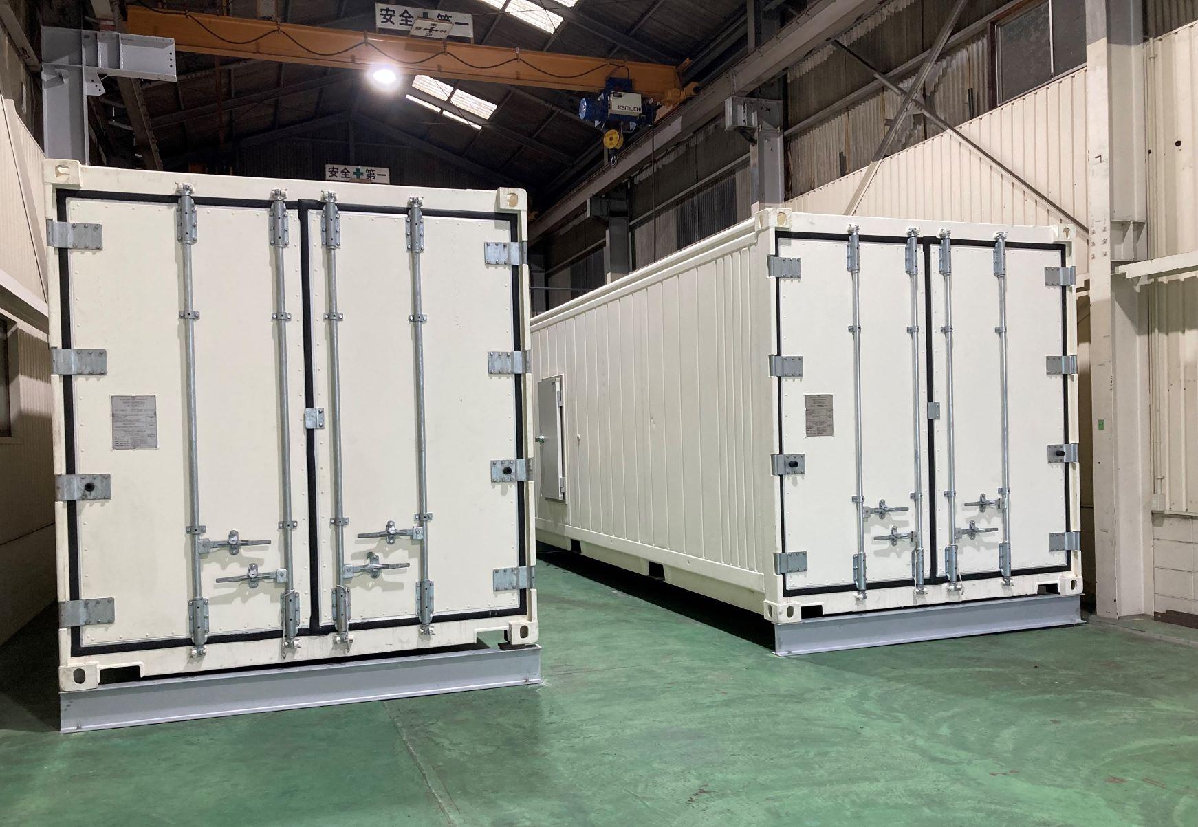 テストルームに、コンテナ型高湿度冷蔵庫テスト機2台を設置